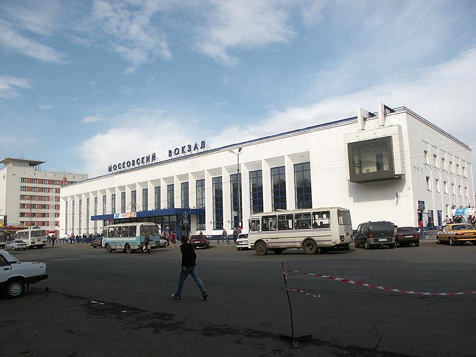 В Нижнем Новгороде было два железнодорожных вокзала - Московский (функционирует и сейчас) и Казанский.
